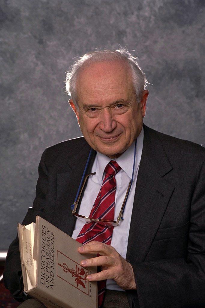 Profesor Raphael Mechoulam, descubridor del sistema endocannabinoide